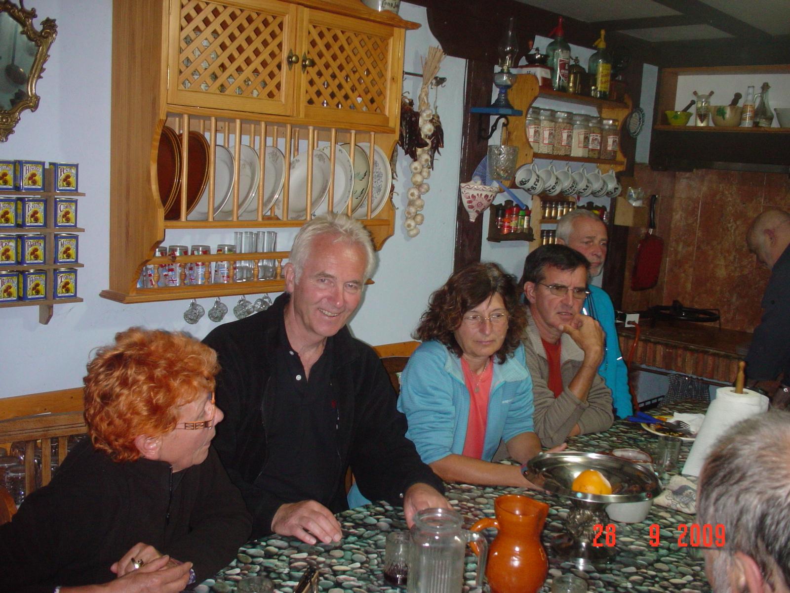 Albergo Pepe, gemütliche Pilgerrunde beim Abendessen
