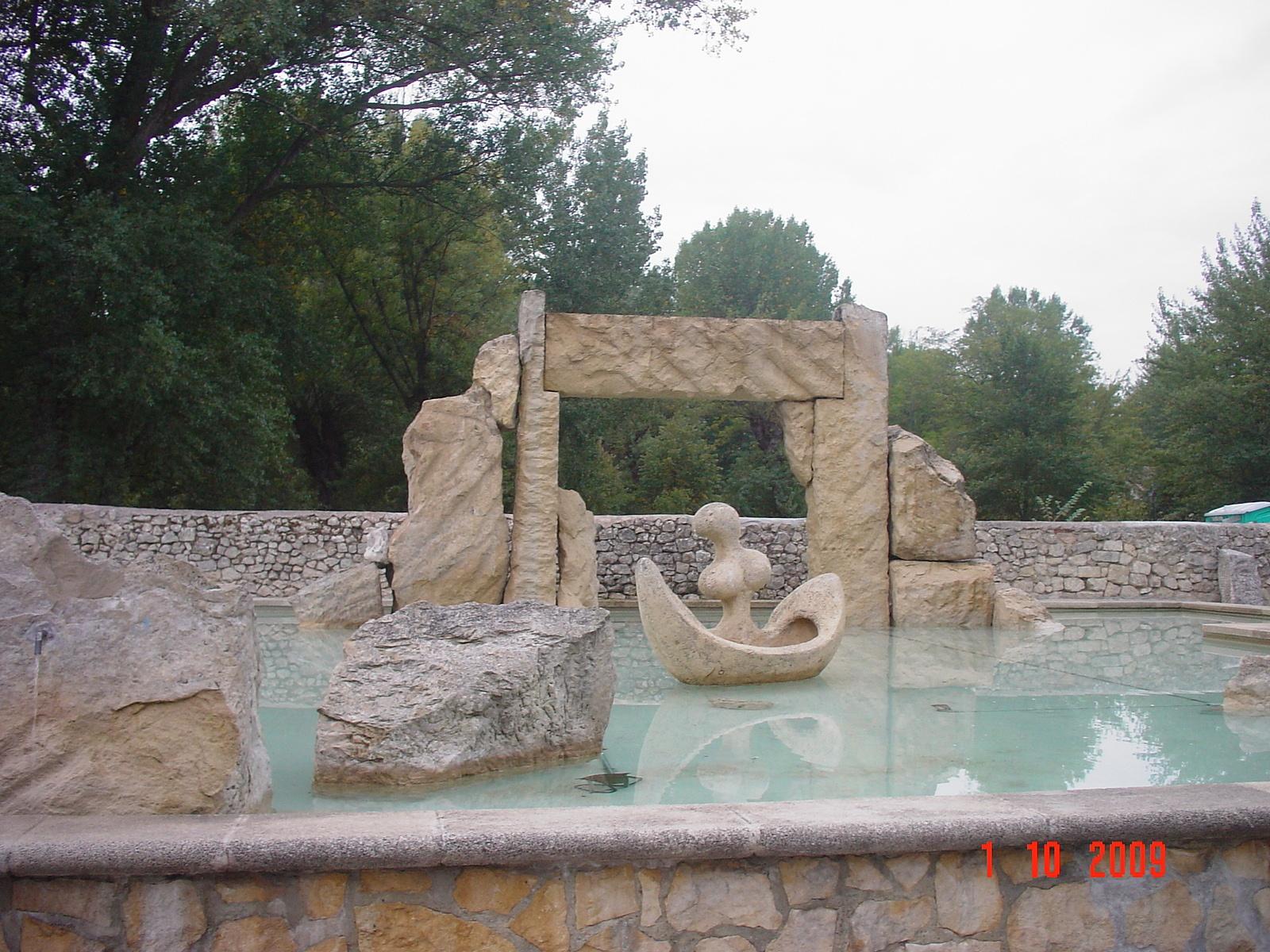 ein schön gestalteter Brunnen in Burgos