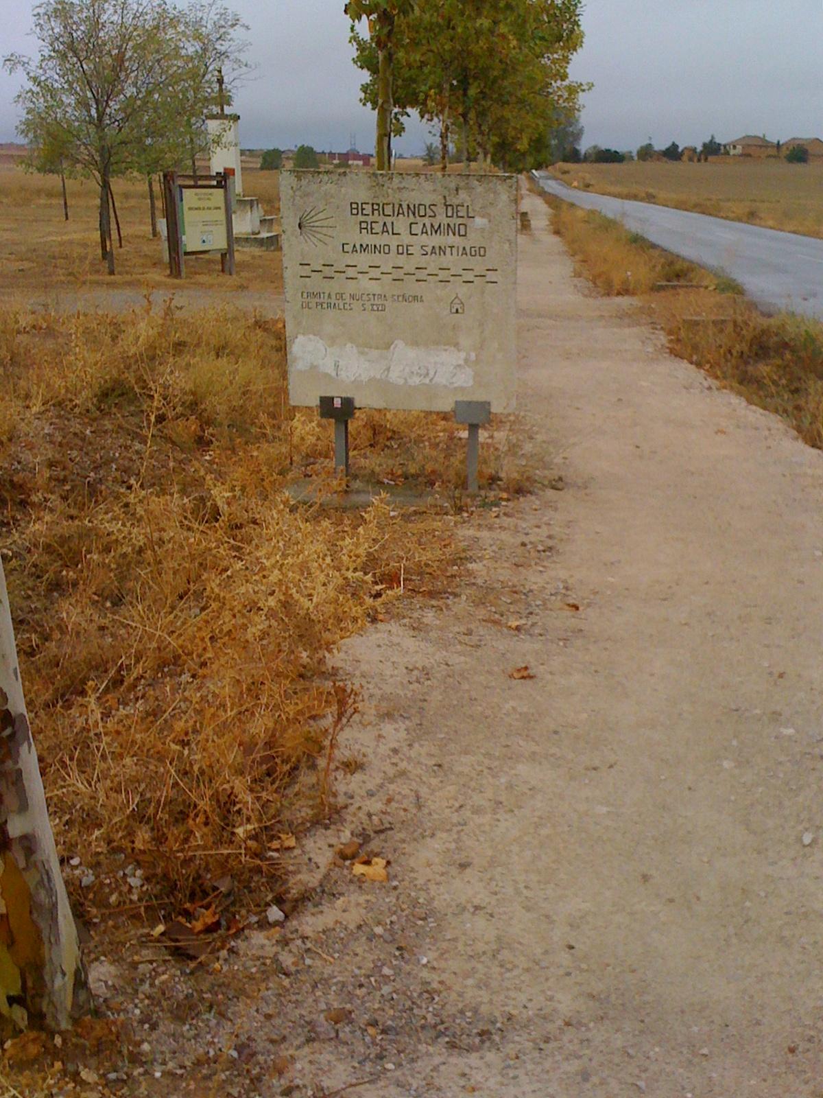 auf dem Camino der Ort Bercianos del Real Camino