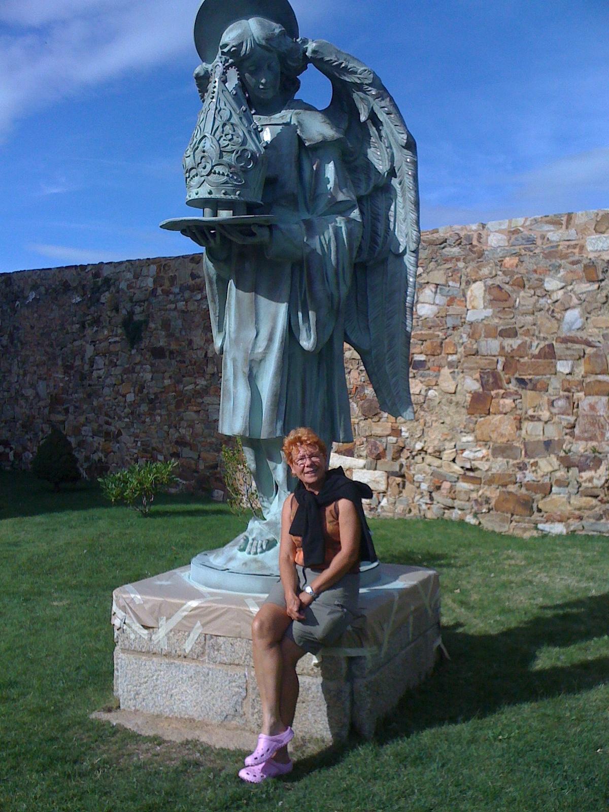 vor dem Gaudi-Museum