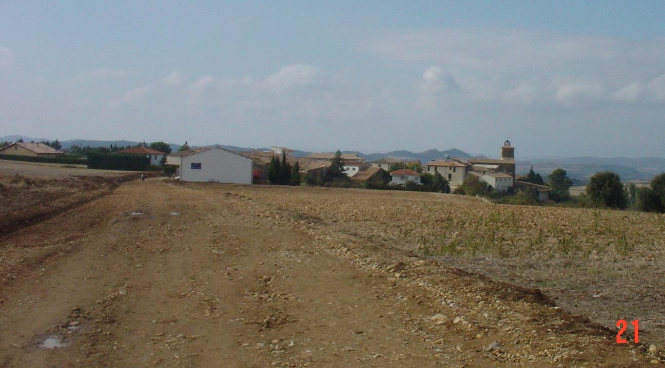 vor dem Dorf Uterga