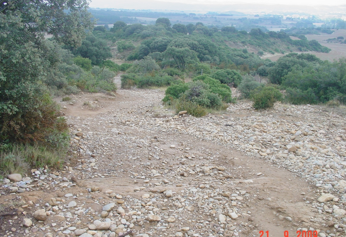 Kies und Geröll auf dem Abstieg vom Altodel Perdon