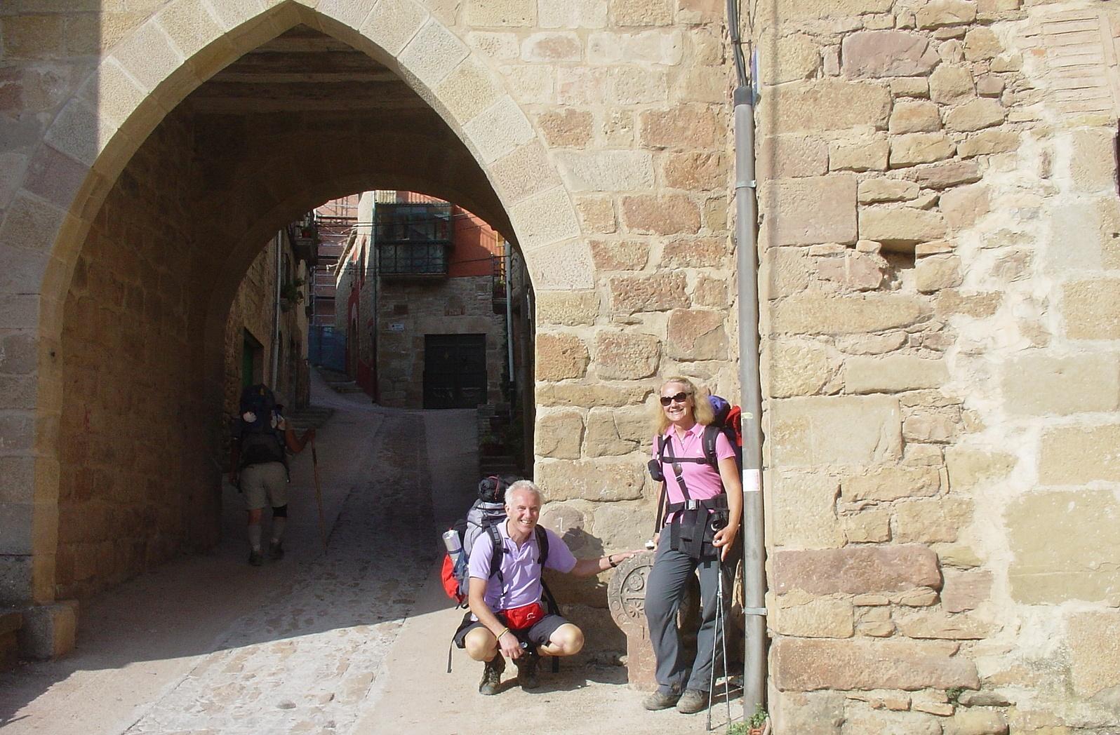 mit einer schweizer Pilgerin am Stadttor von Lorca